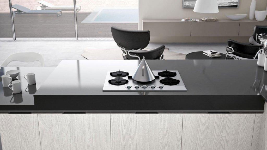 cuisine ouverte noire et bois clair