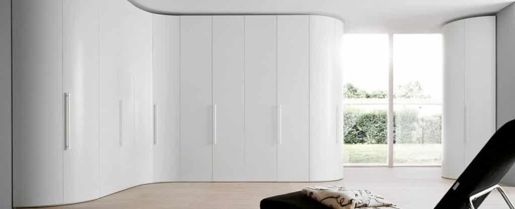 armoire blanche arrondie d'angle