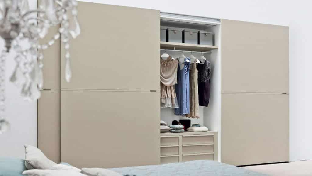 armoire coulissante laque couleur sable