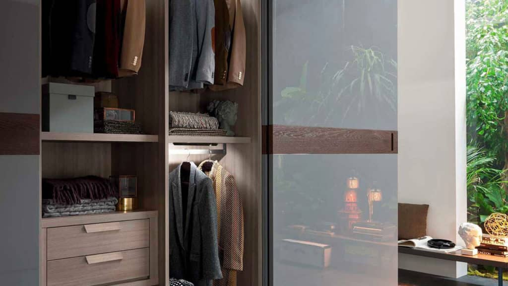 armoire grise porte coplanaire