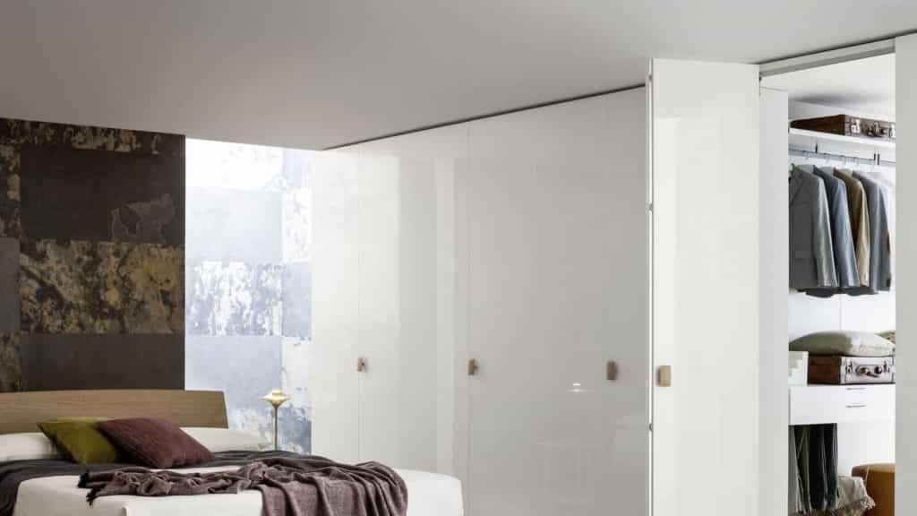 armoire porte battante laque brillante blanche