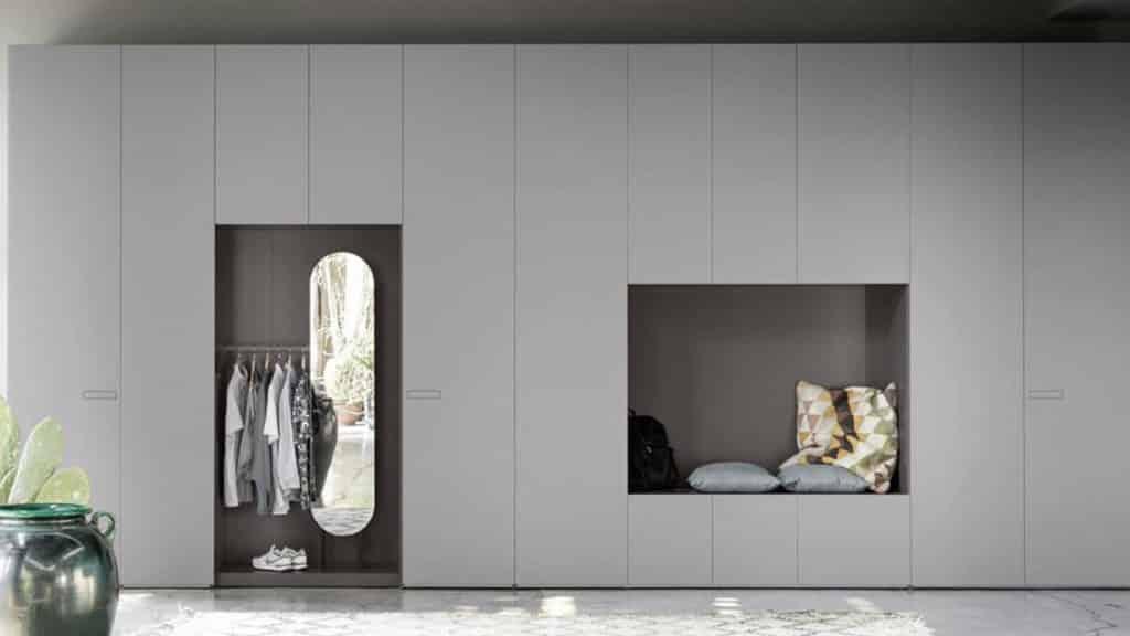 armoire laquée grise porte battante