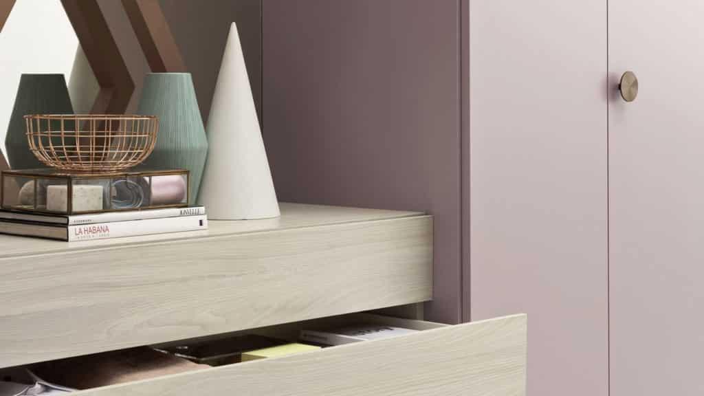 armoire porte battante laquée rose bois