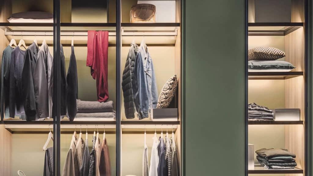 armoire porte transparente battante