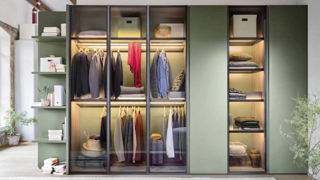 armoire portes battantes transparentes