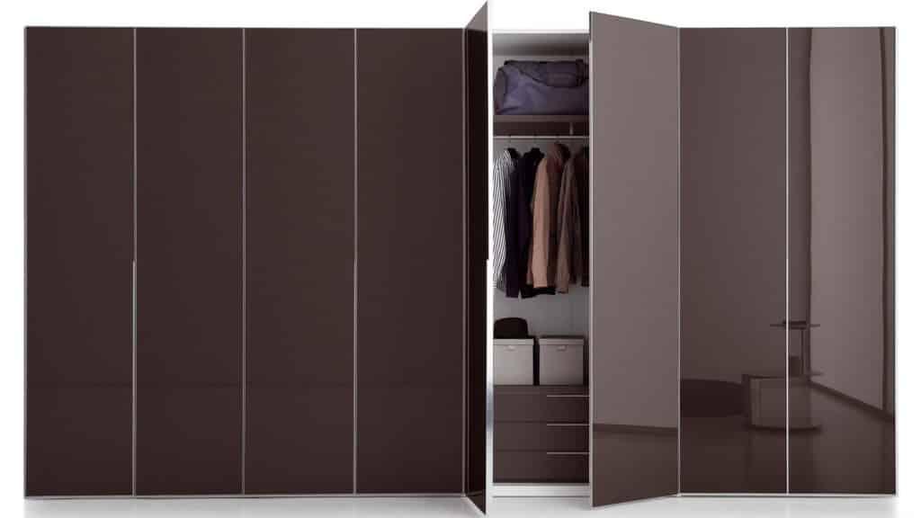 armoire portes battantes verre laqué marrons