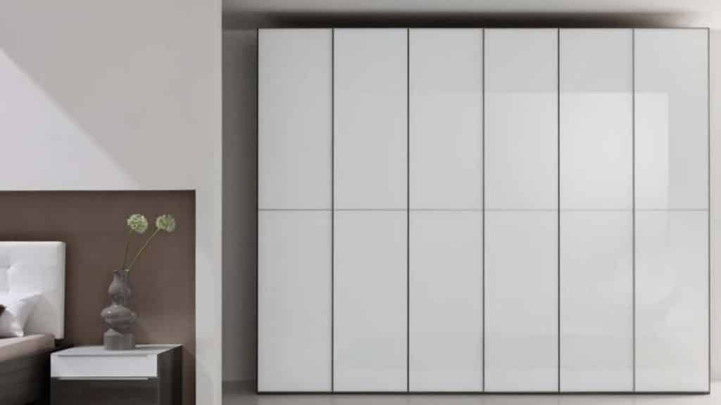 armoire verre laqué blanc portes battantes
