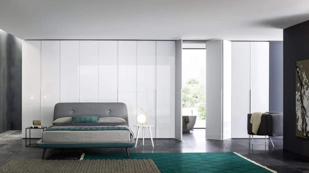 armoire verre laqué portes battantes