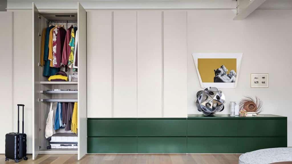armoire verte blanche battante tiroirs