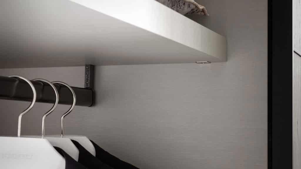 détails étagères armoire sur-mesure