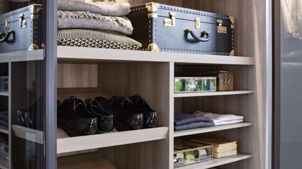 étagères chaussures armoire sur-mesure