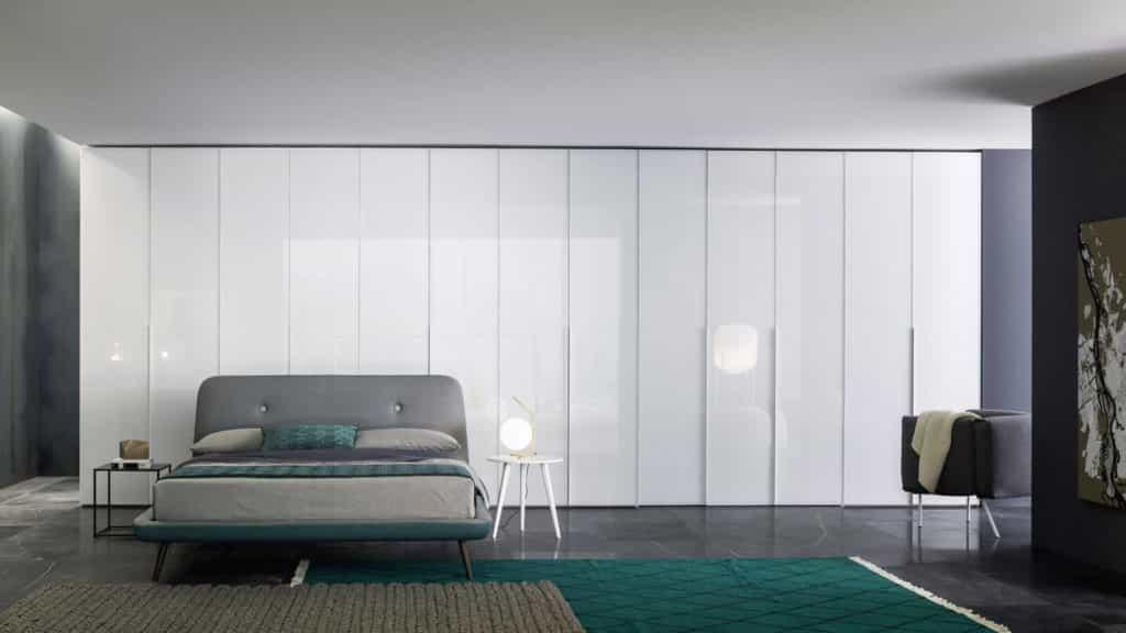 grande armoire verre laqué portes battantes