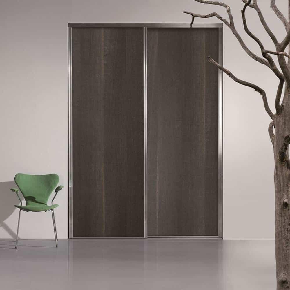 placard portes coulissantes tranchées bois foncé