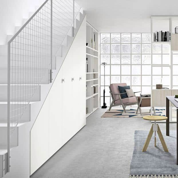 placard blanc sous escalier